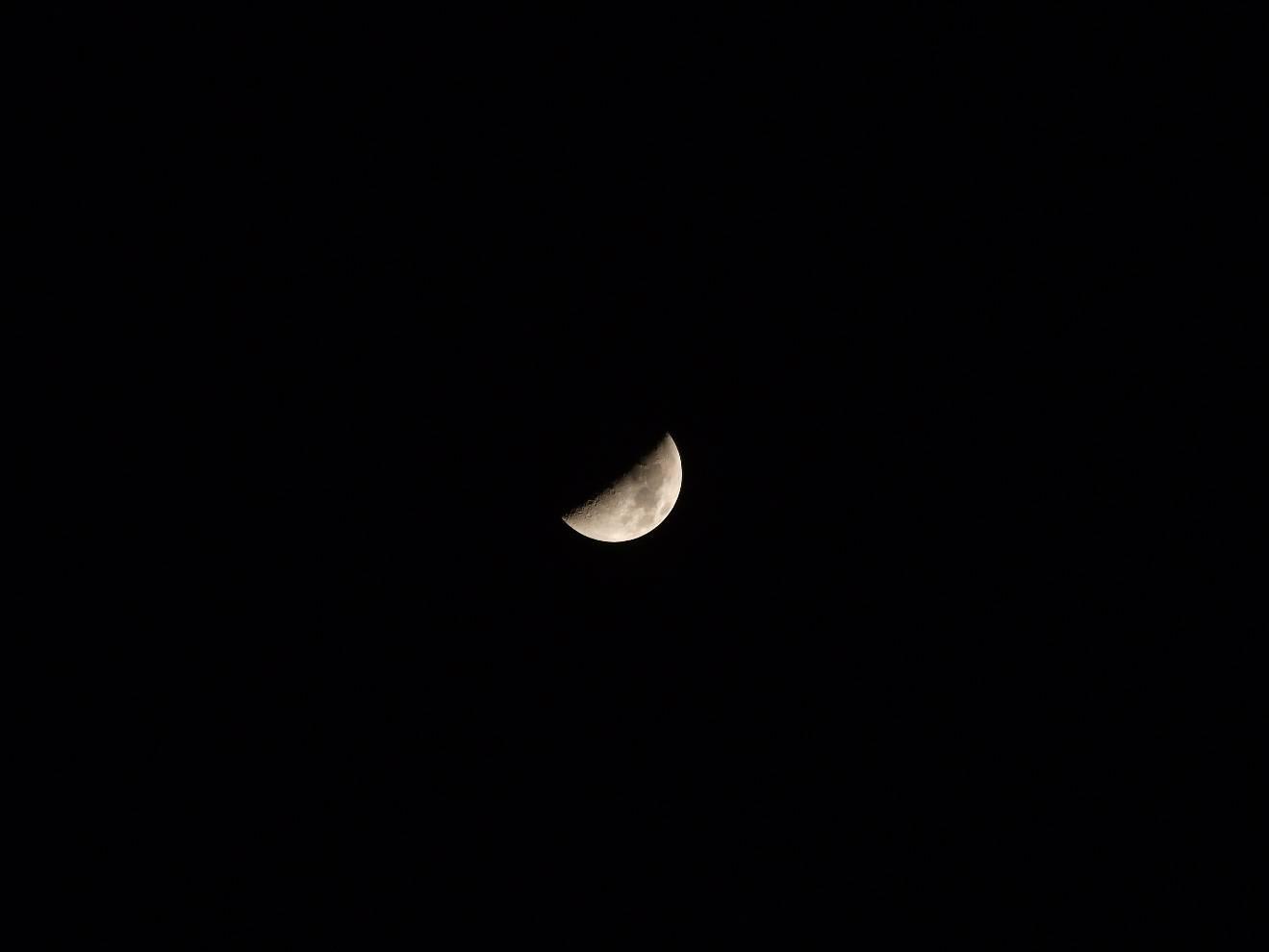 富士 S1770 所摄 月亮