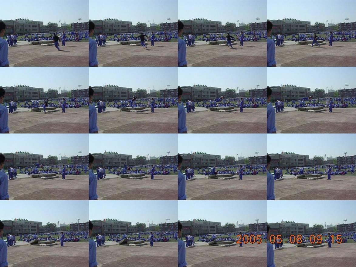 尼康 E3100 所摄 高中朋友跳高